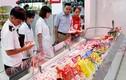 Video: Bao bì giả lộng hành trên thị trường bánh kẹo Tết
