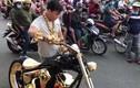 Video: Cận cảnh xe mạ vàng tiền tỷ của tay chơi khét tiếng Việt Nam