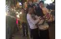 Bị từ chối tình cảm, chàng trai túm áo hăm dọa cô gái