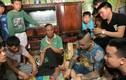 Dương Minh Tuyền gây xôn xao khi tới nhà nữ sinh bị bạn bạo hành