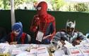 """Video: """"Người Nhện"""", """"Thần Sấm"""" cổ vũ người đi bỏ phiếu ở Indonesia"""