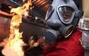 Video: Đầu bếp phải đeo mặt nạ khi làm cà ri cay nhất thế giới