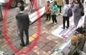 Video: Chàng trai bị bạn gái tát liên tiếp giữa đường vì không tặng điện thoại