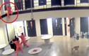 Video: Tù nhân nhảy lầu tự tử, được 3 bạn tù cứu mạng như phim hành động