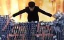 Video: Mãn nhãn màn trình diễn domino 'khổng lồ' của anh chàng Trung Quốc