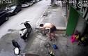 Video: Kỳ diệu: Người đàn ông bị điện giật vật lộn tự cứu mình