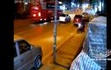 Video: Vượt ôtô con, xe khách tông trực diện xe máy khiến tài xế tử vong