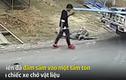 Video: Mải sử dụng điện thoại trên đường, chàng trai nhận cái kết đau đớn