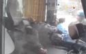 Video: Bàng hoàng phát hiện tài xế chết gục trên vô lăng xe giữa Thủ đô