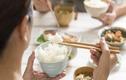 Sai lầm khi ăn cơm cực hại sức khỏe, hầu hết người Việt đều mắc