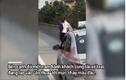 Video: Tài xế taxi và nam hành khách đánh nhau chảy máu đầu