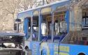 Video: Xế hộp phát nổ cạnh xe buýt khiến 8 người bị thương