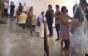 Bạn gái cũ của chú rể xông vào đám cưới tát cô dâu