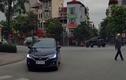 Video: tài xế ôtô thản nhiên bỏ đi sau khi tông người đàn ông