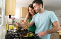 Stress vì những ngày cách ly, vợ suốt ngày cho chồng ăn sáng với mì tôm