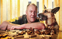 Chuyên viên nếm thức ăn cho chó kiếm tiền tỷ mỗi năm