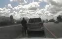Video: phát hiện bé 5 tuổi lái ôtô trên cao tốc đi mua Lamborghini