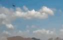 Video: phi công bung dù thoát ra ngoài trong tích tắc