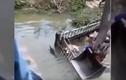 Video: Xe lao xuống sông, lợn bì bòm, tài xế đau đầu