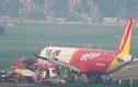 Video: Máy bay Vietjet được lai dắt về sân đỗ sau sự cố kinh hoàng