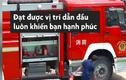 Video: Anh lính cứu hỏa hồn nhiên nhảy nhót ăn mừng chiến thắng