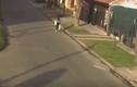 Video: Tên cướp kéo lê mặc tóc nạn nhân bị cuốn vào bánh xe