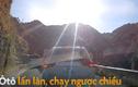 Video: Ôtô chạy ẩu bị ép lùi về đúng làn trên đèo