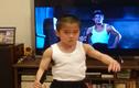 Video: Cậu bé múa côn nhị khúc điêu luyện như Lý Tiểu Long