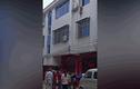 Video: nhà một mình, bé gái 4 tuổi rơi khỏi cửa sổ tầng 3
