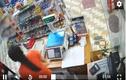 Video: Mẹ dắt 2 con vào siêu thị trộm cắp