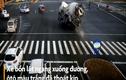 Video : Xe bồn lật nghiêng suýt đè trúng ôtô