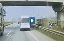 Video : Ôtô dừng đón khách trên cao tốc suýt gây tai nạn