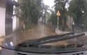 Video : Thanh niên đầu gấu đấu đầu với xe ô tô đi ngược chiều