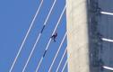 Video: Lính thủy đánh bộ Nga dọn dẹp cây cầu cao hơn 300m