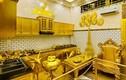 Ngôi nhà dát vàng từ ngoại thất đến cả chiếc bát ăn cơm