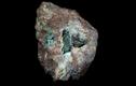 Viên đá vỡ lộ ra thứ quý hơn vàng