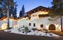Ngôi nhà gỗ như phủ đầy tuyết ở Mỹ