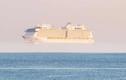 """Xuất hiện con tàu lớn """"bay lơ lửng"""" trên biển ở Anh"""