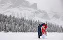Cô gái Việt chụp ảnh cưới cổ phục giữa tuyết trắng