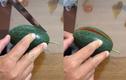 Khoe dưa hấu tự trồng rồi mang bổ thử, ngỡ ngàng trước cái kết