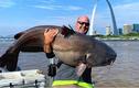 Người đàn ông Mỹ bắt được con cá trê nặng nửa tạ