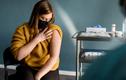 Tại sao phụ nữ gặp tác dụng phụ mạnh hơn khi tiêm vaccine COVID-19?