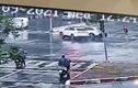 Video: Vượt đèn đỏ, ô tô 5 chỗ bị Mercedes GLC đâm nát đầu