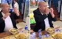 Video: Ngỡ ngàng người đàn ông uống nước như nuốt cả chai