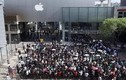 Thảm cảnh vạ vật xếp hàng chờ mua iPhone 7