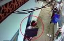 """Video: """"Đạo chích"""" táo tợn cạy cửa, đột nhập vào phòng trọ trộm cắp"""