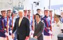 """Tổng thống Trump thăm """"tàu sân bay"""" lớn nhất Nhật Bản"""