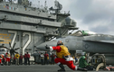Ngỡ ngàng cách lính Mỹ đón Giáng sinh trên... hàng không mẫu hạm