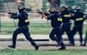 Xem cảnh sát cơ động Việt Nam thực binh với tiểu liên đẳng cấp thế giới