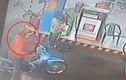Đi mua xăng, người đàn ông bị trộm xe máy ngay sau lưng